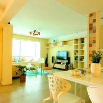 客厅的一部分是餐厅简单点缀的单品,抱枕、花瓶都09年流行的粉蓝,粉红