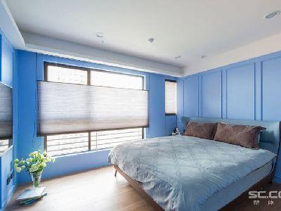 卧室设计: 兼顾家里不同成员的色调与风格喜好,改以鲜明的蓝色搭配线板为主题,为小夫妻营造年轻的居宅风貌。