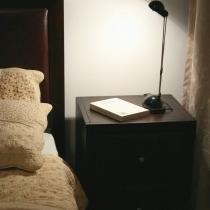 卧室不大,所以就只有局部图了。这张是刚住进来的时候