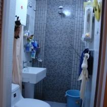 N个人喜欢我家卫生间这面墙,旁边的小砖都是我们自己配的,还不错吧?这也是我自己最满意的地方!