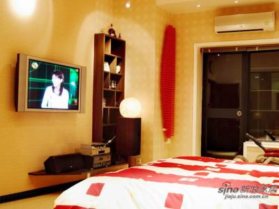 2楼主卧的空调是三星的,电视还是LG42寸等离子