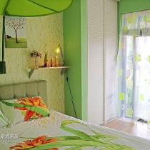 下面来到我们的清新小屋,楼下的绿色房间。这里说一下我们家的窗帘,所有窗帘加起来正好一千元钱,呵呵,不也很好看吗?