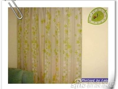 合上窗帘..阳台静静的藏在后面.....事实上,这个帘子从装上一共也没拉开过几次,资源浪费啊....