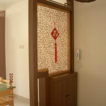 简单的玄关,没有用通俗的玻璃,而采用的是印尼藤。
