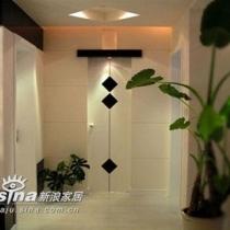 进门就对着卫生间的门(这是很多两房的缺点)现在就变成优点了