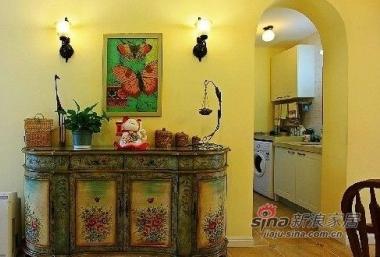 这个手绘的柜子不错吧,从这个角度可以看到厨房
