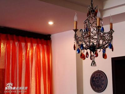 餐厅灯,与客厅灯出自同一个系列,但又有所区别
