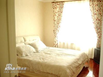 主卧门口瞄一眼,挺大的房间摆了张大床以后竟然小的没地方放电视了。。。暂时放地上了。。