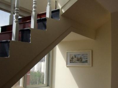 明亮的楼梯间