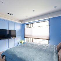 卧室设计: 不同于其他房型使用布帘与纱帘,次主卧使用蜂巢帘作为遮光的媒介,其隔热效能与保温效果,更能维持室内空间的恆温姓。