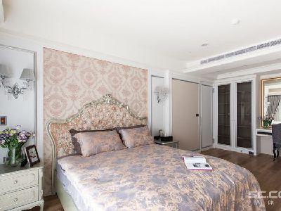 卧室设计: 将原先的廊道并入主卧房内部,让空间的使用尺度瞬间加乘。