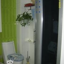 很小的卫生间,我还挤进了一个整体淋浴房,哈哈,真的很佩服我自己。。。。。