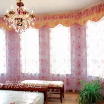 开始想用皮质沙发,后来还是被布艺沙发漂亮的花纹吸引了