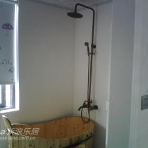 卫生间木桶和仿古淋浴花洒