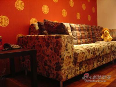 沙发选了欧式的,和谐与冲突,很像酒吧的装饰风格