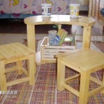 把这小桌子当茶几使