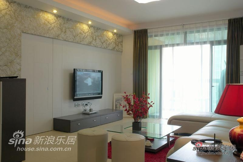 电视背景墙,比较古典的图案,让看电视的时间更为美妙和享受