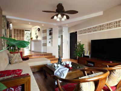 """中式的装修,更多体现了中国古代男人的审美情趣,如同客厅里沙发后挂的四幅梅兰竹菊,也称""""四君子图""""。而荷花的高洁与娇媚,却更能体现一个女人的美,这种美""""退缩""""到了餐厅的空间,却又如此夺目,让原本古板的中式有了点缀,这便是""""荷色""""""""生香""""了。"""