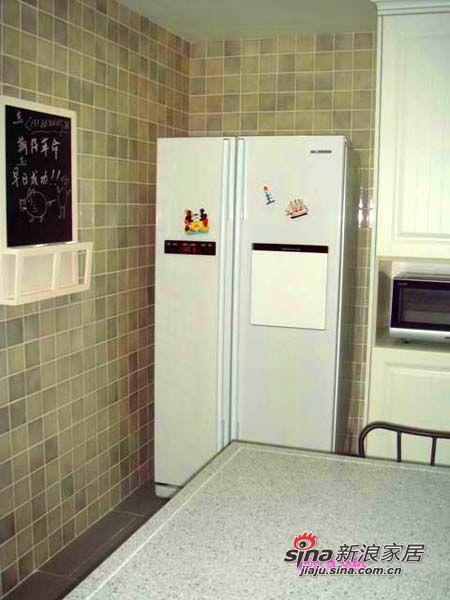 宜家的黑板,可惜写写菜谱,备忘录啥的,三星的双开门,有个吧台,可以打开那个小门直接取饮料