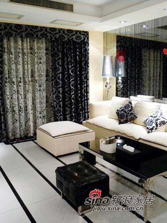 首先是黑白简约的客厅