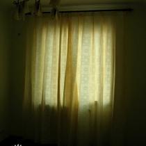 """左一书房,淡草绿色配淡黄窗帘,还有""""丑陋""""的毛巾灯,呵呵。"""