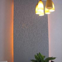 餐厅背景板,用了和电视背景一样的墙纸...