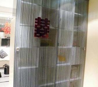 书房的隐形调滑门哦,线条的,做的不错吧~~从书房看客厅哦