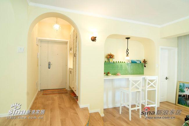 吧台和玄关,吧台右边的门是主卧室