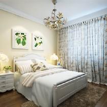 考虑造价原因,客厅仅以外围的一圈直线吊顶突出田园风格,而顶面一些平面石膏线做了菱形拼花,简单而又个性,配以田园风格的家具,宁静中的美丽透着天然的高贵与典雅。