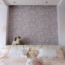 卧室中的床头墙上装饰上壁纸 小碎花让卧室温馨而浪漫