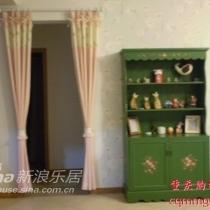 进门看到的客厅,来过我家的人都说那个柜子和我家的色彩不谐调,伤心....