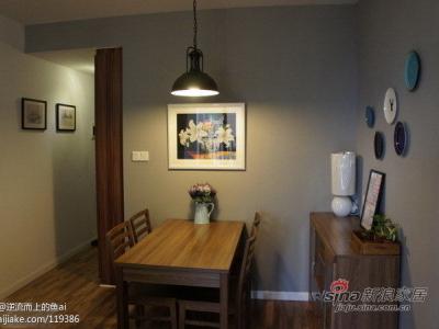 继续餐厅,餐边柜上面挂了装饰盘,会不会比相片墙好看。