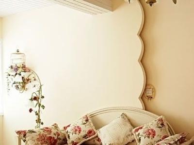 田园沙发,配以超美的背景强花边,堪称完美。