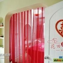 卧室的红色纱幔