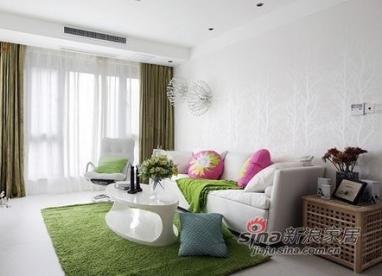 设计师采用极其有张力的设计手法,用统一的白色模糊空间的边界,从而达到延伸空间的目的。