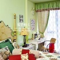 书房门正对面的是小孩房,也统一在绿色基调里,嫩嫩的如春天一般的气息。