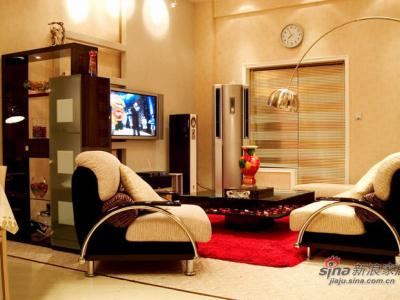 首先是一楼客厅,沙发`桌子`是城市之窗,电视是LG42寸等离子,空调是伊来克斯,家里用的地毯都是地毯大王,开关是清华同方的(可以调控)