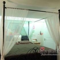 整体的来一张,欧式风格的家具搭配中国风的手绘墙。