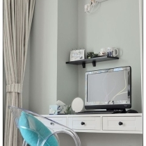 我们夫妻俩一致决定主卧室是不要放电视的 感觉在卧室看电视不太健康 就想在卧室放个书桌 同时也能兼梳 ...