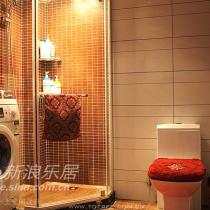 再来个另外半全景,淋浴房,洗衣机也放浴室里啦