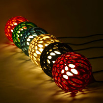 U-LIKE镂空花灯,外壳经过特别设计,镂空形成不同花朵廓形。灯光点亮,投影出的花型散落...光与暗,花与影,生活如此美好,值得我们微笑和珍惜。购买链接:http://www.nuandao.com/product/1477