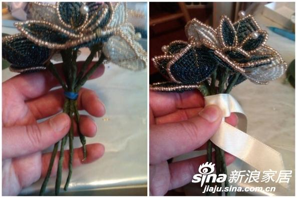 用绿色胶带缠绕花杆。将几朵做好的珠花用橡皮筋扎在一起,用白丝带包裹花杆,最后用胶水黏好。
