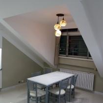 餐厅只有餐桌和餐椅,桌子和楼下的茶几什么的同样结构,自做,款式参考了猫王家具。餐桌上方的灯广受好评,是我亲自挑选的,比较较满意