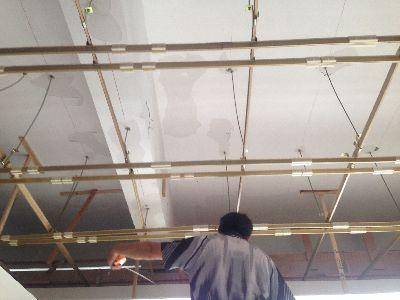 客厅木质吊顶安装
