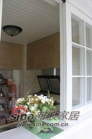 厨房顶是杉木喷的白漆