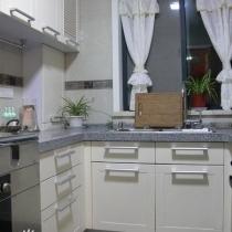 简洁实用的厨房洗衣房和阳台