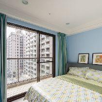 卧室设计: 天空蓝漆面的小孩房,让屋主倘佯在休闲舒适的空间氛围中。