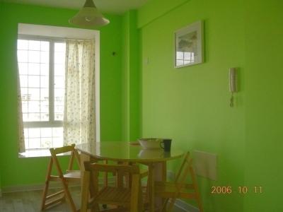 小餐厅 和主卧一样用的是喜梦宝的那种松木家具
