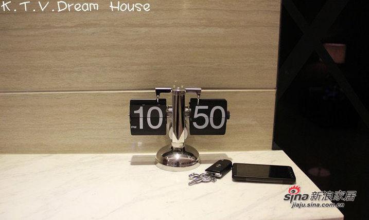 拍摄设备:EOS 60D & HTC Desire HD (V.T非专业操作) 拍摄过程没有刻意收拾,照片上显示的都是现实生活中的真实写照。乱乱的,大家别太介意啦!