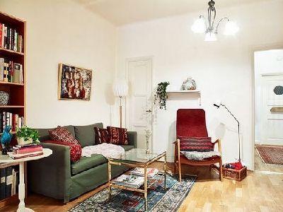 首先是客厅,小户型的装修设计最显大的就是客厅了,客厅装修的好,可以起到很好的视觉效果,复古风格一直是简欧风格的代名词,一眼看上去,以为是在巴黎的某个人家呢。